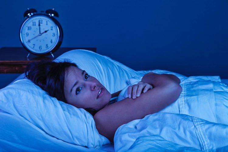 riposo disturbato stanchezza risveglio mattina bere poca acqua