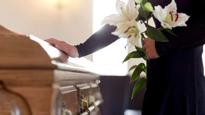 muore al funerale