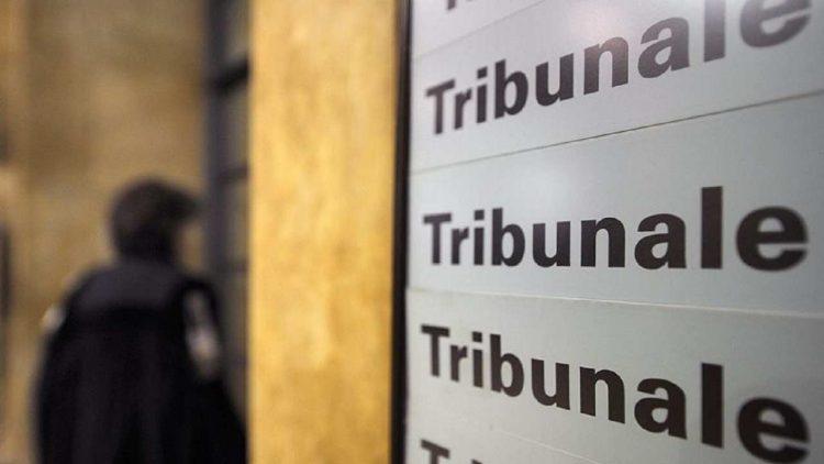 Maestra Torino licenziata per revenge porn, spunta l'audio della preside
