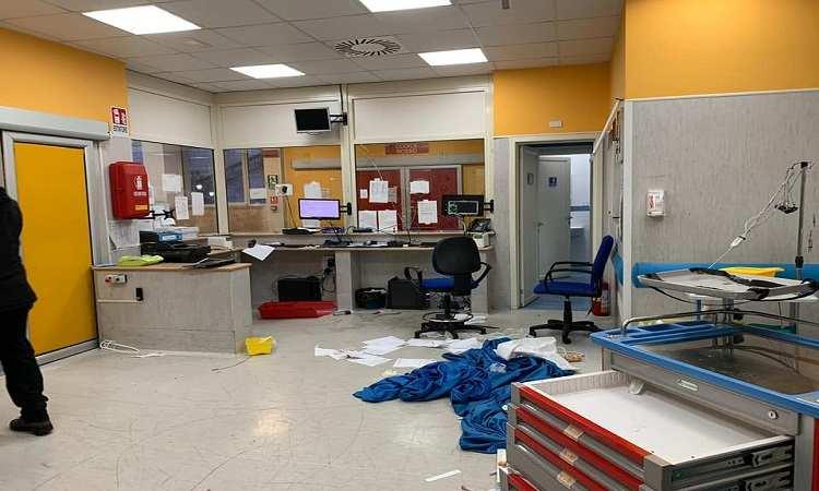 ospedale Napoli devastato