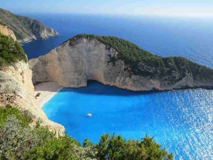 Il turismo è in difficoltà e c'è chi ne trae profitto