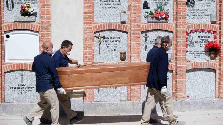 Roma tomba bambino nato morto nome madre denuncia su Facebook