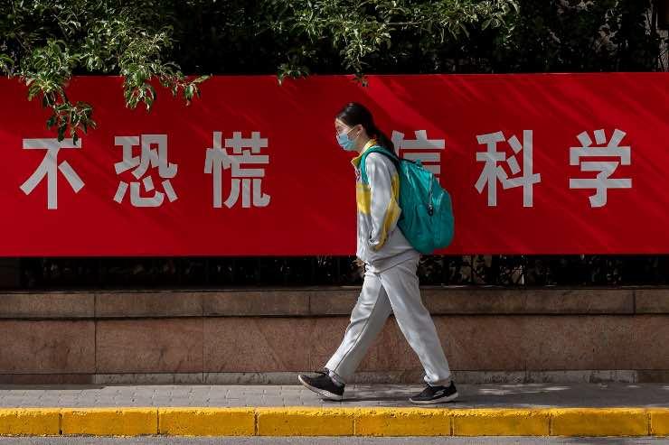 Virus Cina braccialetti smart termometri intelligenti studenti cosa sono come funzionano