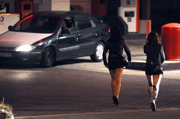 Prostituzione virus Striscia La Notizia