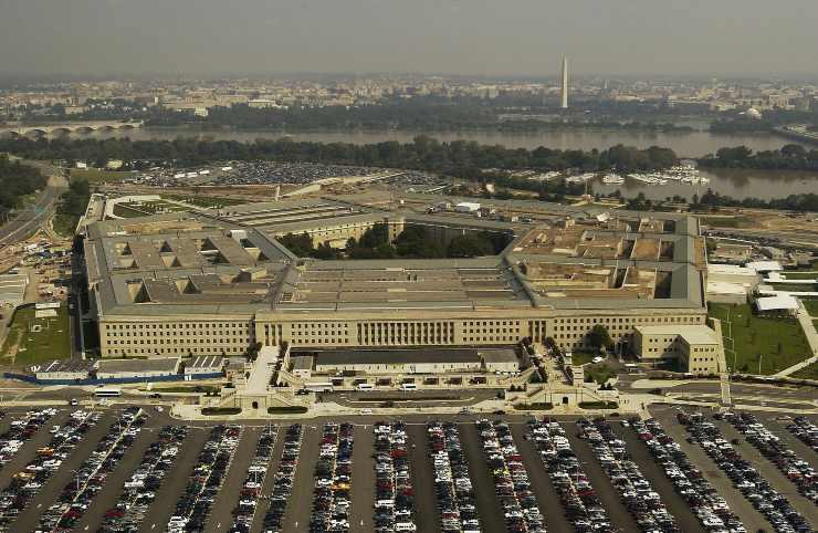Il Pentagono avverte: si rischia un'altra ondata e il vaccino non sarà pronto a breve