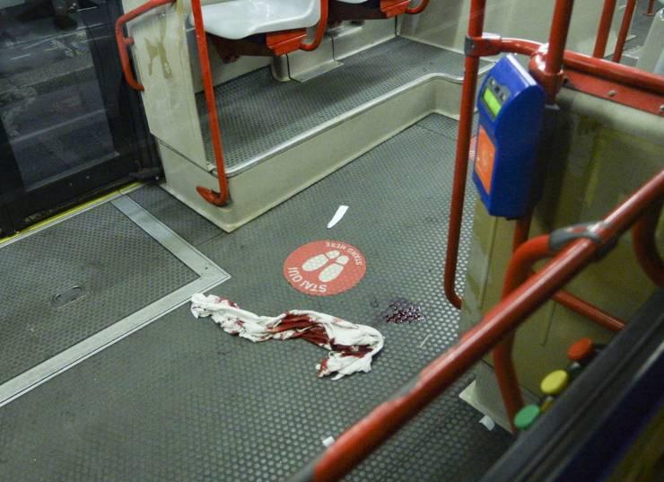 23enne acoltellato sul bus