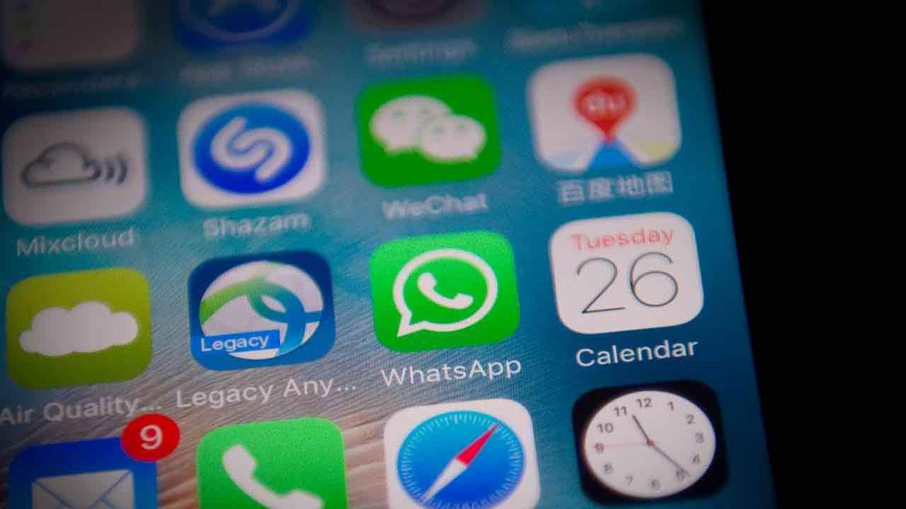WhatsApp condividere foto video iPhone
