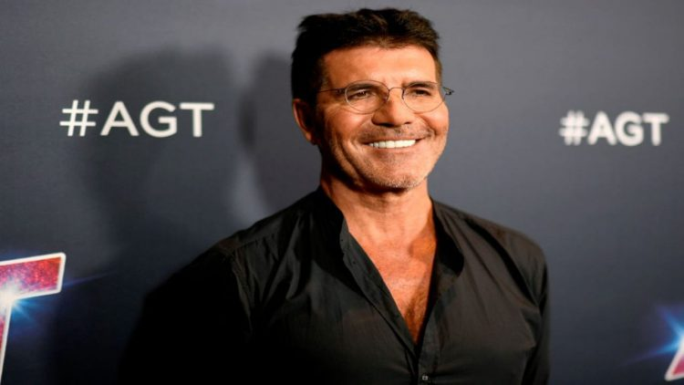 Incidente in bici per Simon Cowell, operato alla schiena