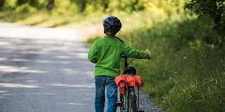 bimbo in bici