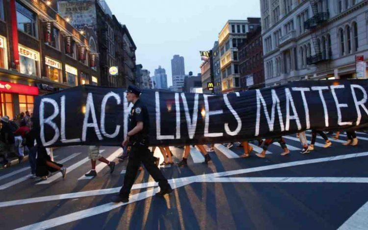 Agenti uccidono afroamericano Tensioni a Los Angeles