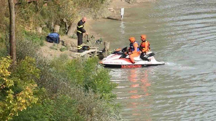 Donna trovata morta nel fiume