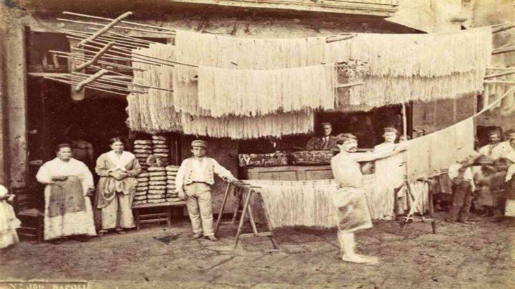 Napoli metà Ottocento (foto dal web)