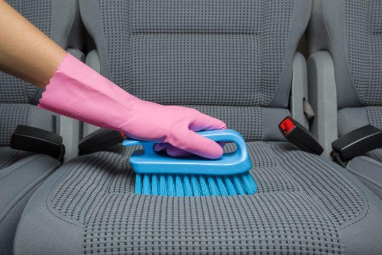 rimuovere macchie sedili auto