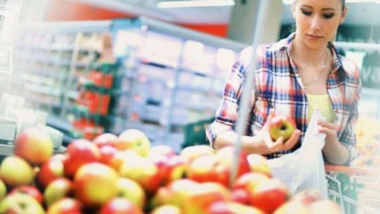 Frutta e verdura al supermercato( foto dal wb)