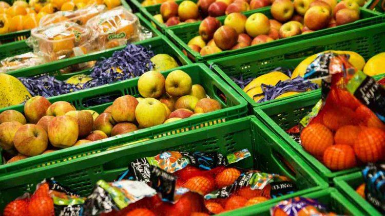 Frutta e verdura al supermercato( foto dal web)