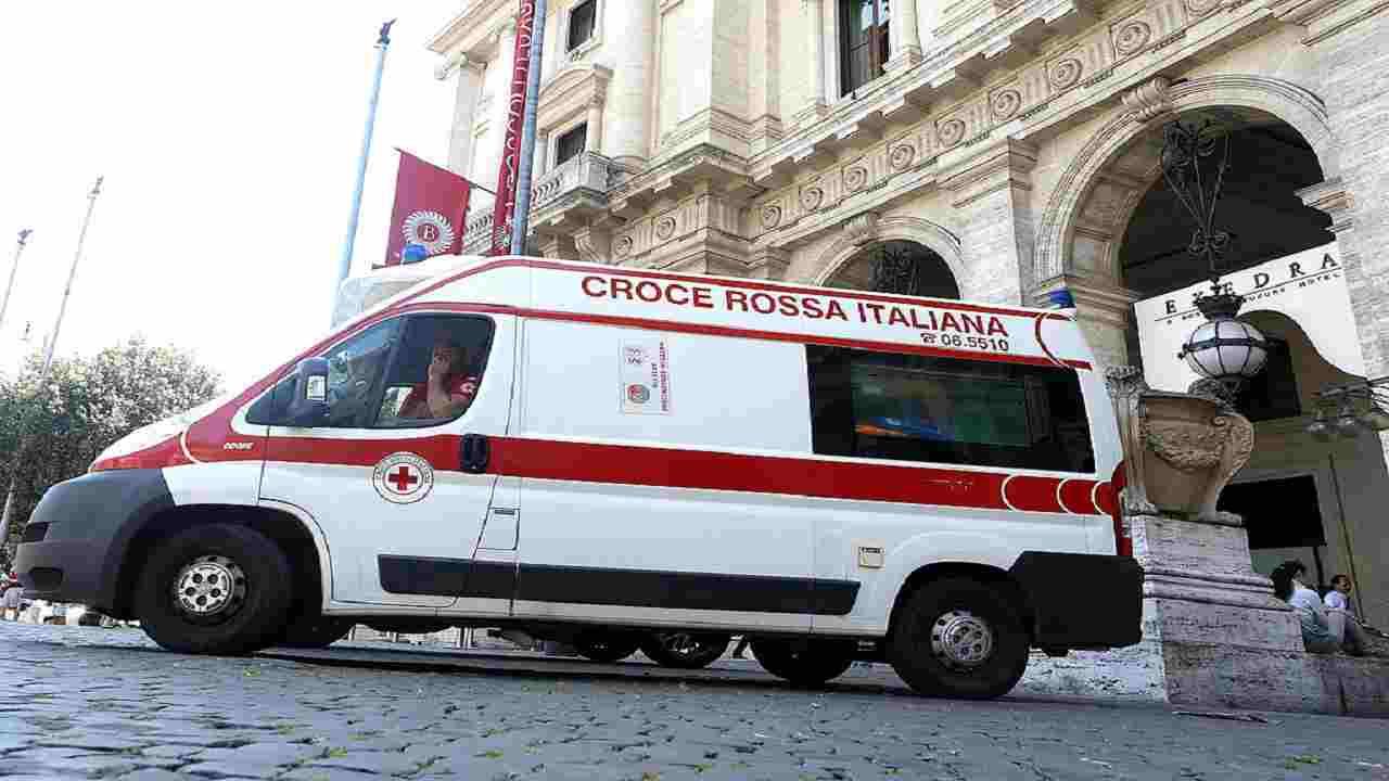 Roma incidente moto donna