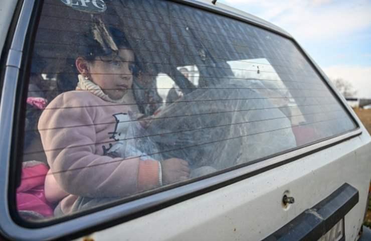 Bambino in auto