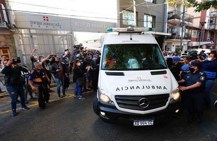 Diego Armando Maradona lascia ospedale