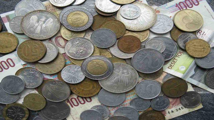 Vecchie lire (Foto di 2211438 da Pixabay)