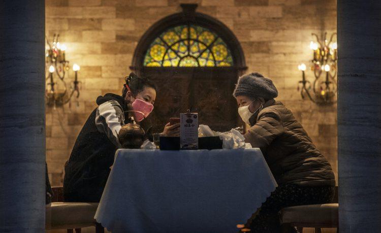 Virus dinner (Getty Images)