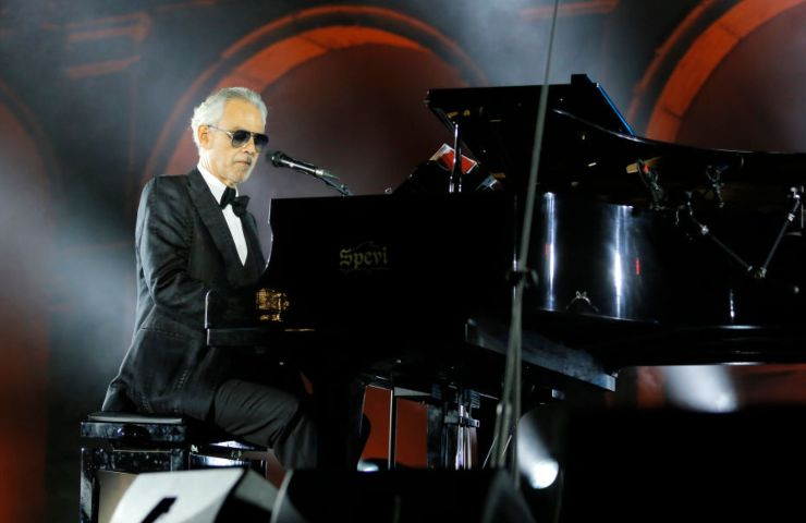 Andrea Bocelli al pianoforte
