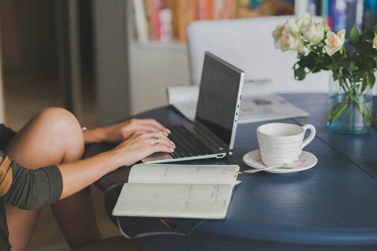 scrivania lavoro