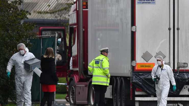 Gli agenti di polizia britannici il 23 ottobre
