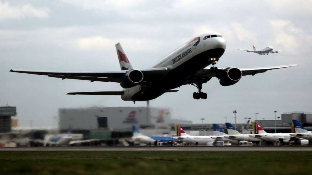 Aereo British Airways atterraggio emergenza copilota sviene