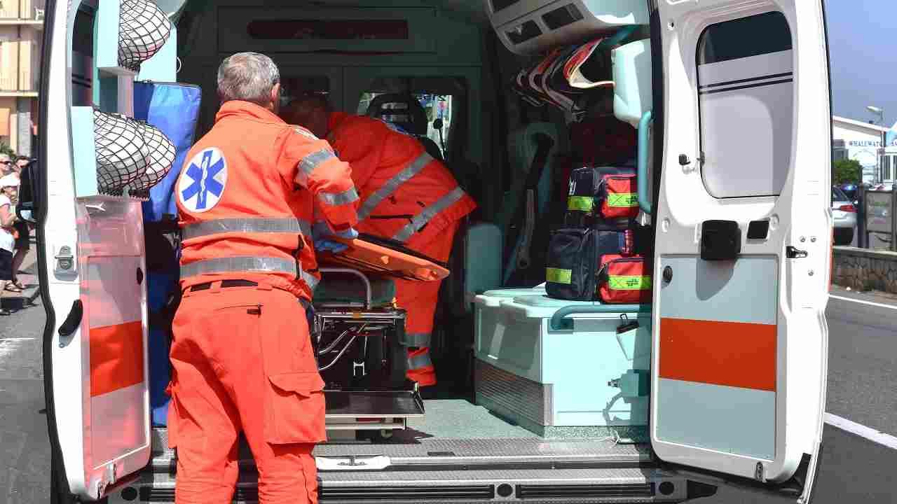 Milano incidente auto furgone un morto