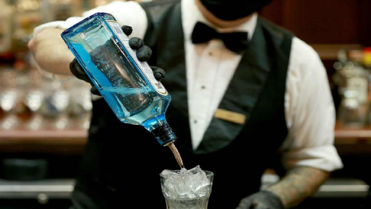 Barman cade dalle scale muore Ancona