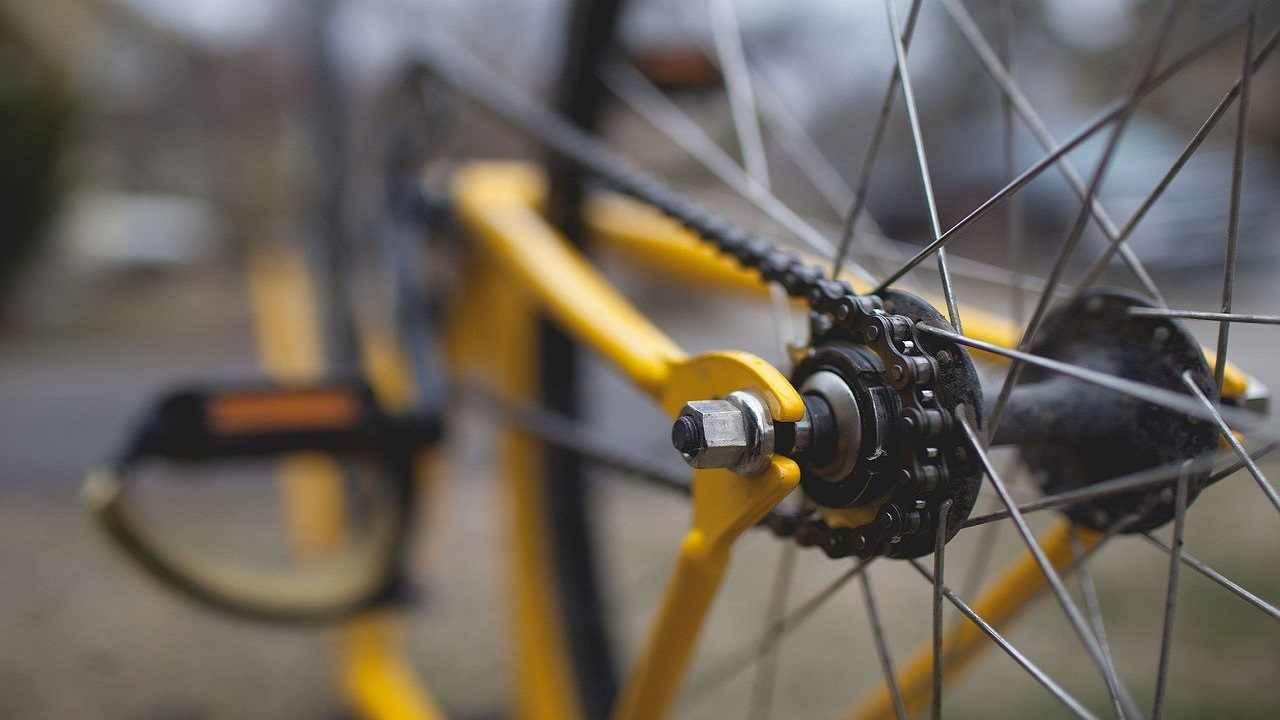 Avellino ragazzo cade dalla bici muore