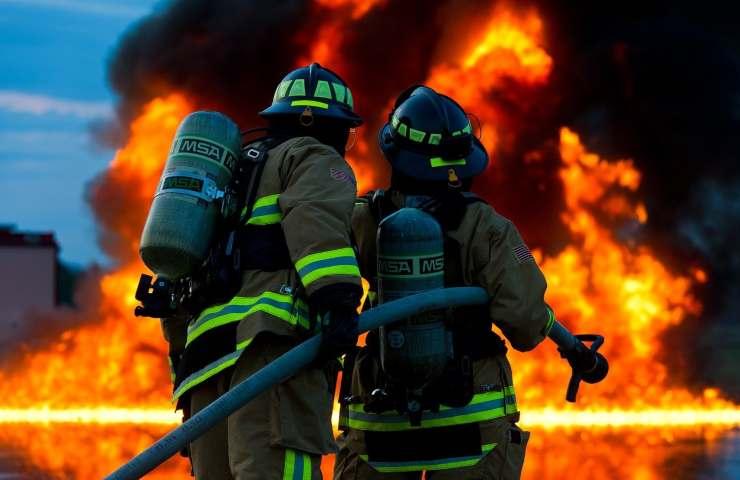 Esplosione in una fabbrica di fuochi d'artificio, ci sarebbero vittime