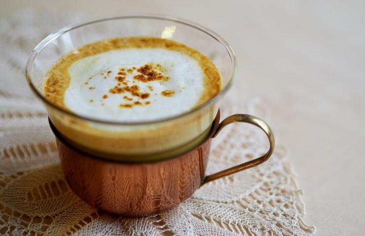 Latte di curcuma, un vero toccasana per la nostra salute invernale