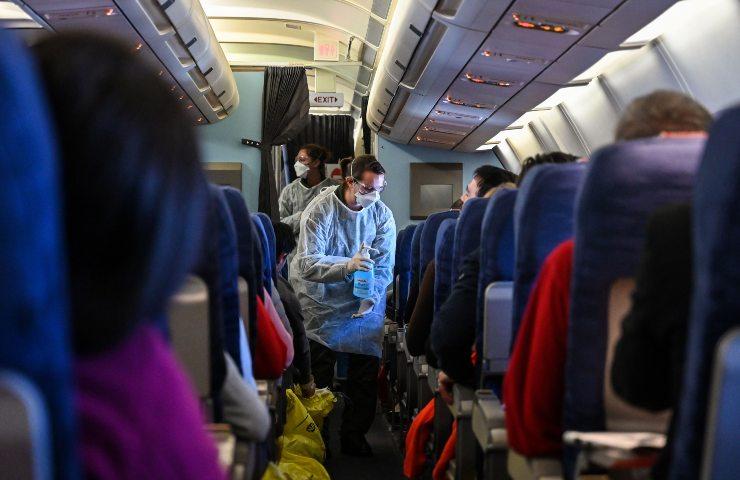 servizio in aereo hostess