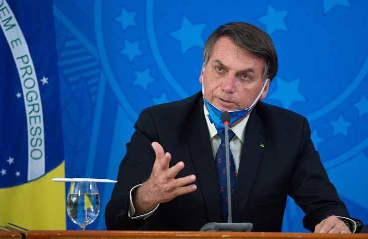 Brasile Bolsonaro vaccini diventi un alligatore