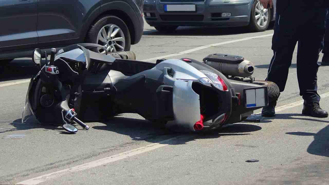 Incidente scooter Caserta morto