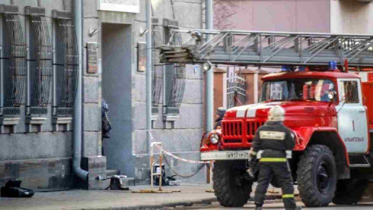 Russia incendio casa morti e feriti