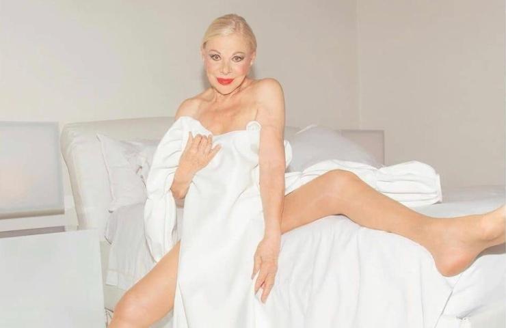 L'attrice Sandra Milo è stata molto criticata sul web per le sue foto osé