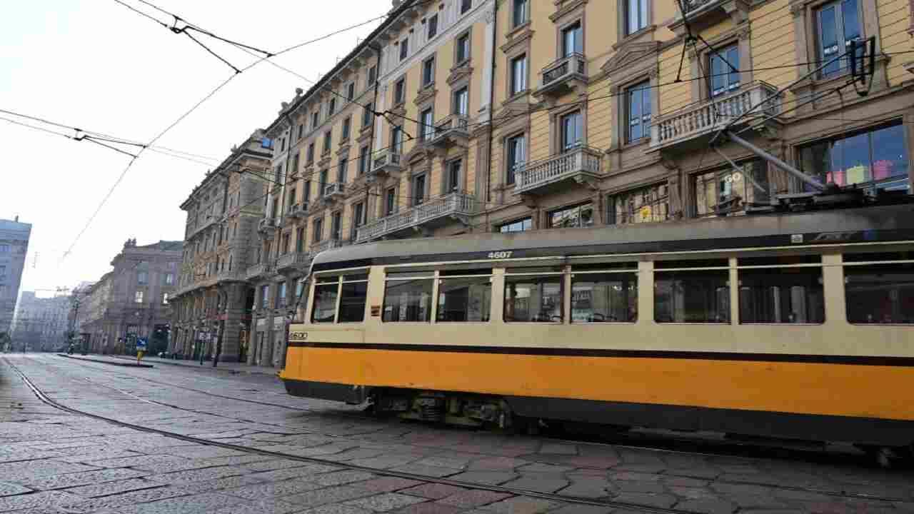 Incidente tram Torino donna