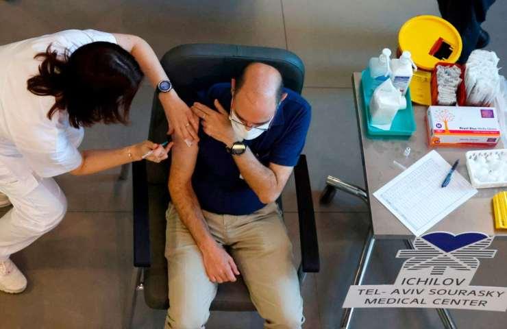 Covid, la variante inglese del virus non bloccherà i vaccini