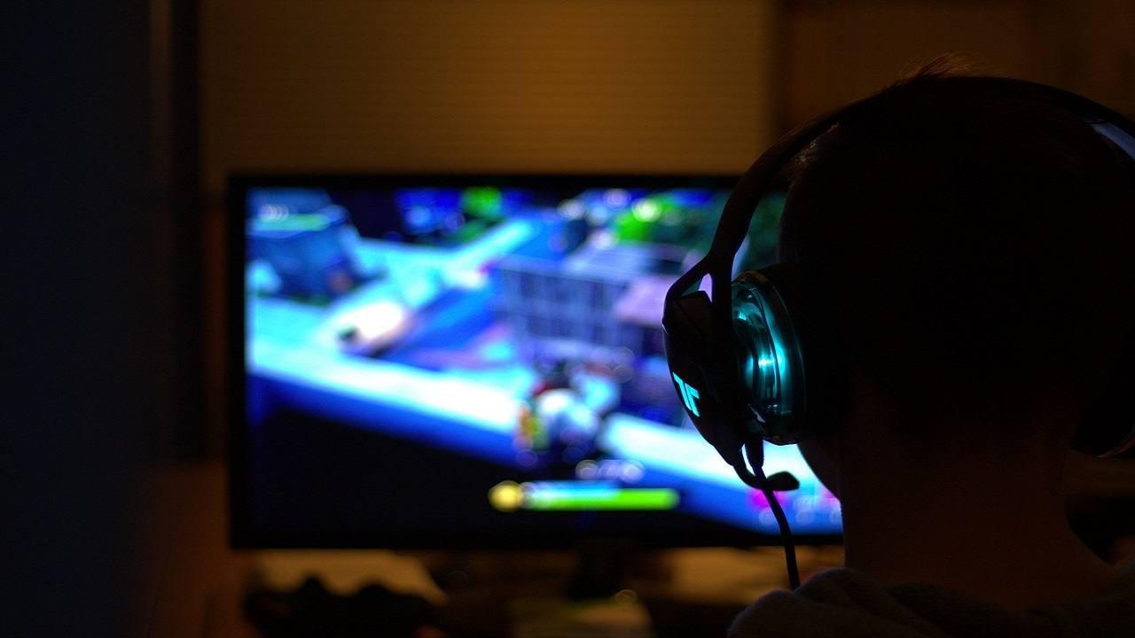 Ragazzo aggredisce uccide patrigno videogames