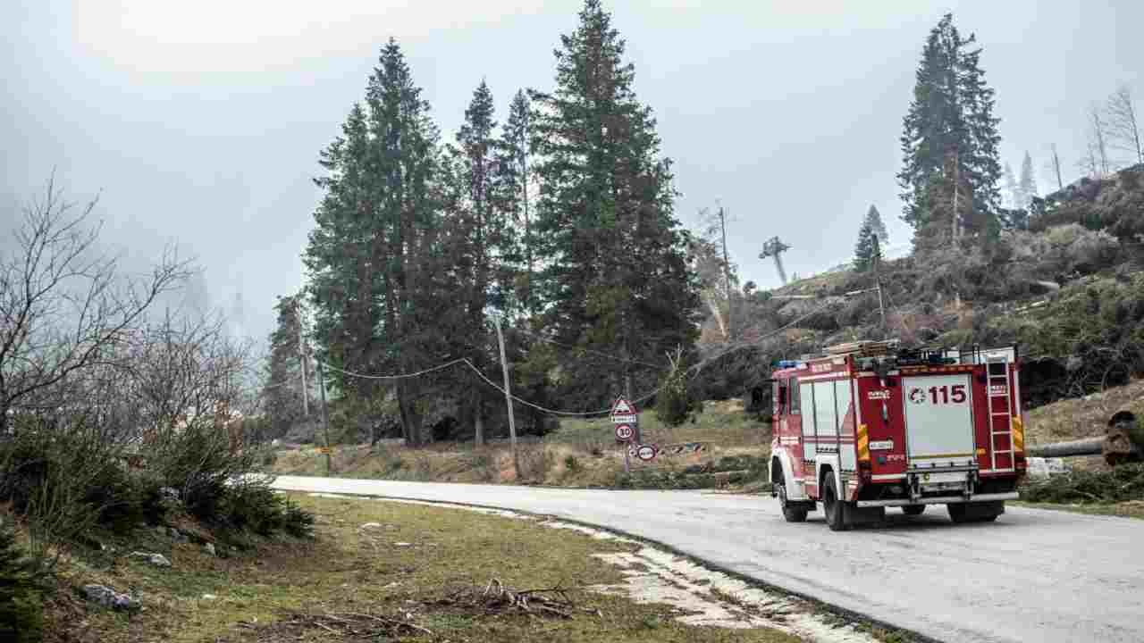 Incidente autostrada Pesaro camion rifiuti