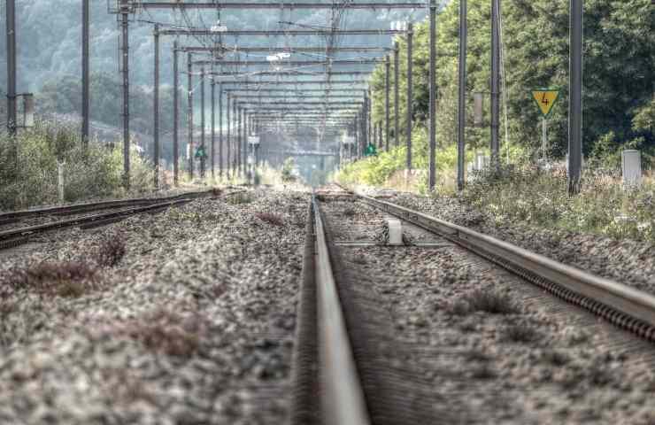 Nuova tragedia legata a TikTok, un 17enne muore schiacciato sotto un treno