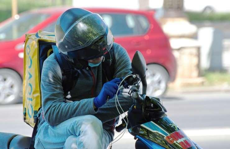 L'assalto ai rider nel napoletano prosegue, il terzo in pochi giorni