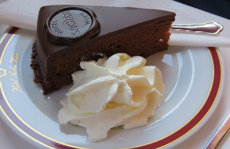 Torta Sacher, com'è nato il dolce austriaco più amato al mondo