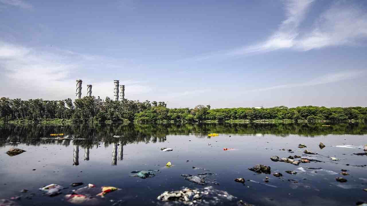Disastro ambientale Serbia lago rifiuti