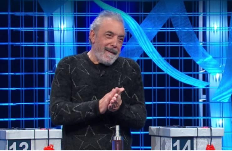 """Affari tuoi, Nino Frassica e la battuta che non ti aspetti: """"Mi lavo le mani perché…"""""""