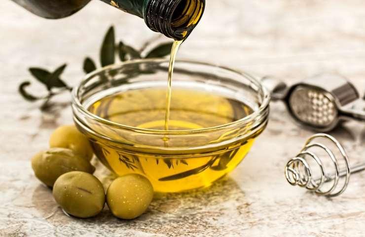 Bere olio d'oliva tutti i giorni: ecco perché fa bene alla nostra salute
