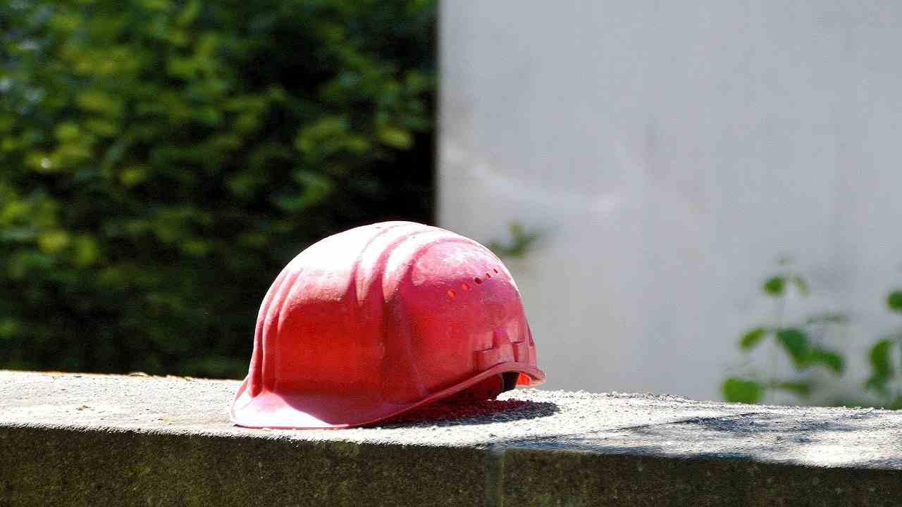 Reggio Calabria operaio muore cava pneumatico