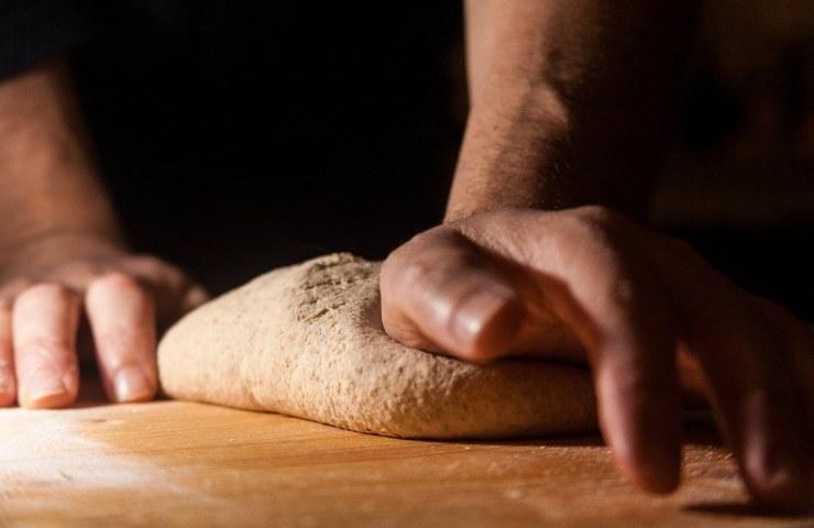 Pizza fatta in casa: tutto quello che devi evitare quando prepari l'impasto